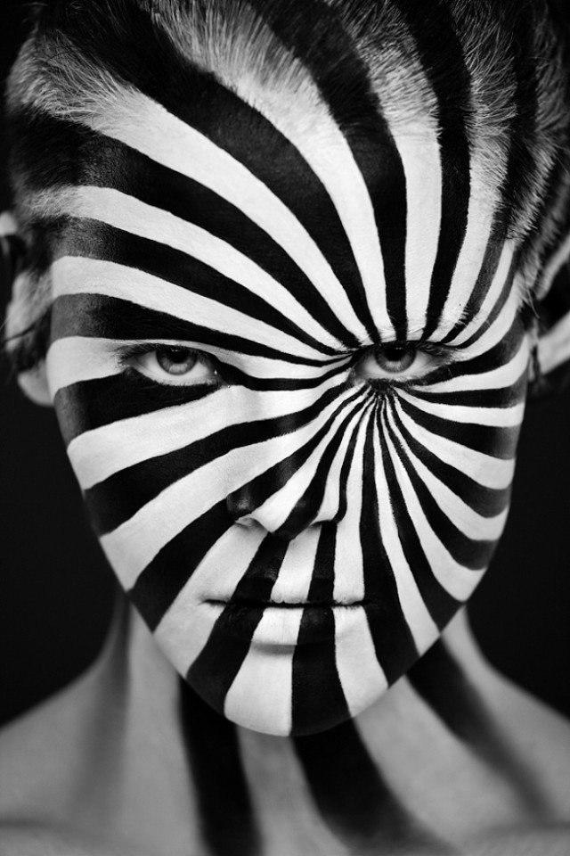 Черно-белый боди-арт