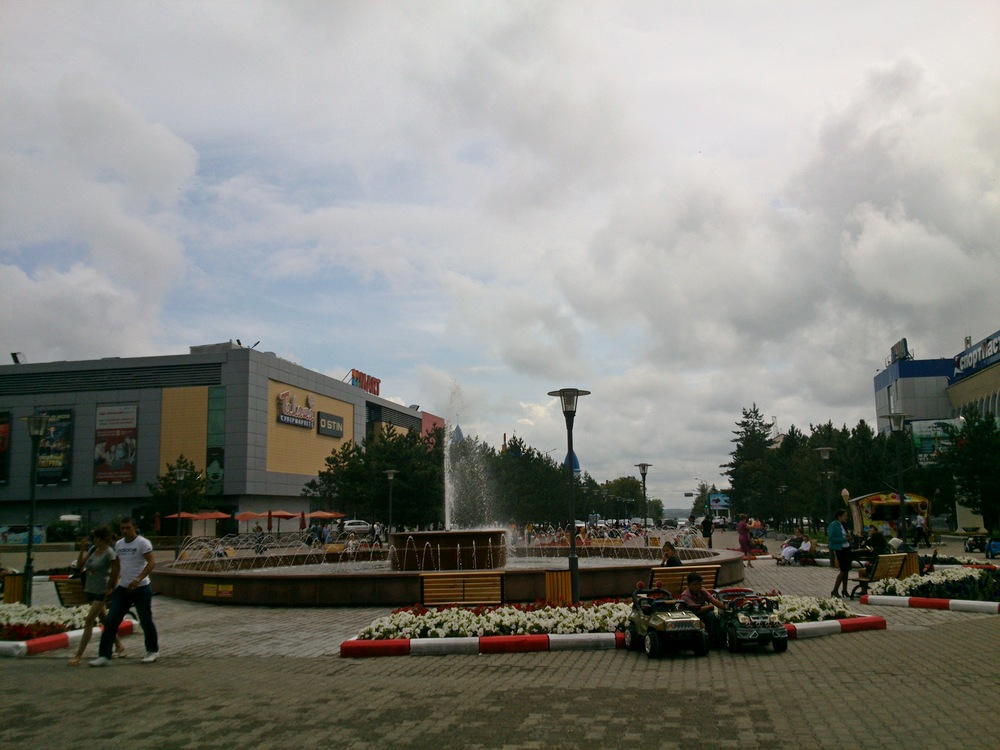Площадь между ЦУМом и MART'ом